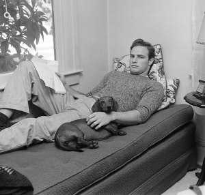 Marlon Brando with his grandmother's dachshund Kurtze Beiner (1949),
