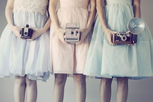 girls_with_vintage_cameras